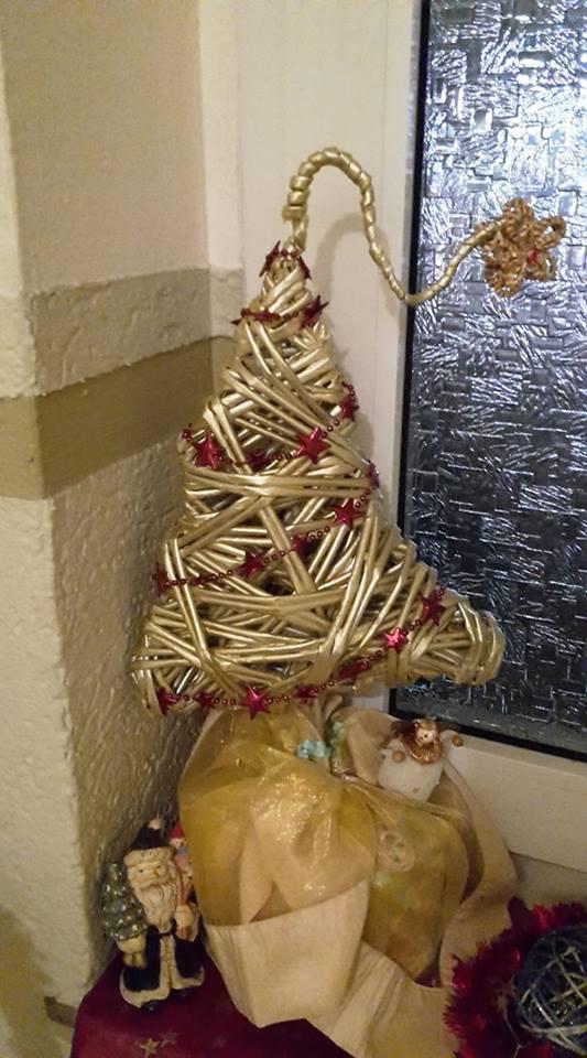 Weihnachtsbäume aus Papierröllchen