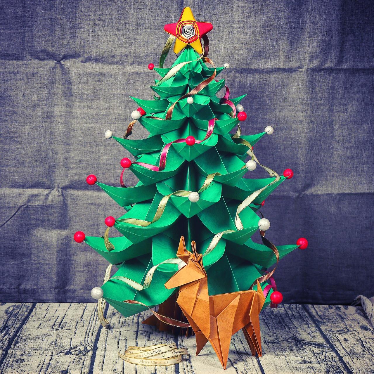 weihnachtsbaum aus papier falten weihnachtsdekobasteln. Black Bedroom Furniture Sets. Home Design Ideas